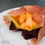 Cestino di parmigiano con melone e prosciutto di montagna
